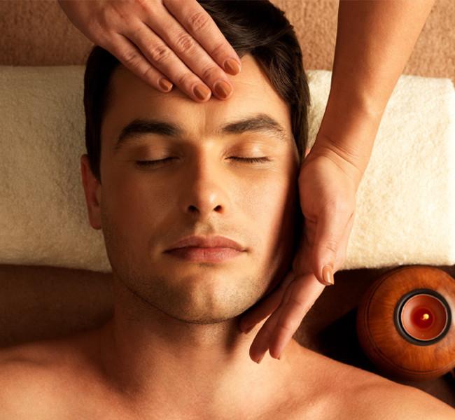 FACIAL TREATMENT-Gentlemen's hot towel facial